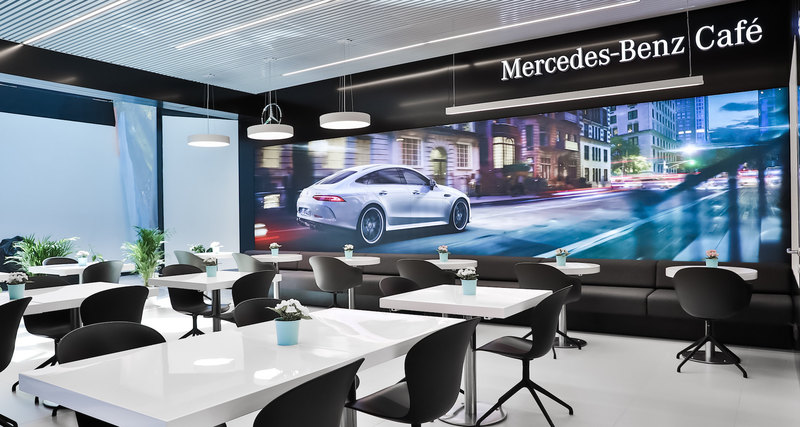Открытие Mercedes-Benz Cafe